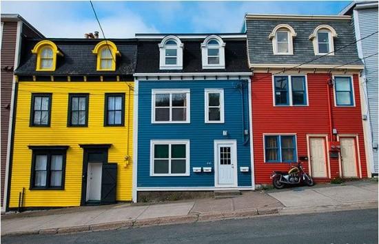 Работы по покраске фасадных стен в разные оттенки. Выбор цвета по колеру Капарол и Альпина. Продажа краски для дерева, внутренних работ в Минске.