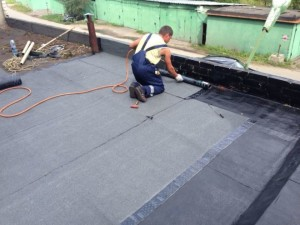 Гидроизоляция крыши гаража - цены на мастику в магазине стройматериалов Азимут.