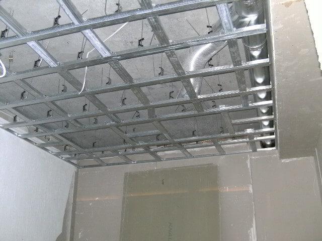Сетка каркаса для подвесных потолков.