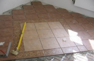 Купить клей для плитки в строительном магазине Азимут.