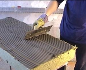 Клеим теплоизоляцию стен - минвату на клей фасадный.